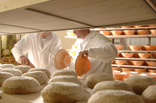 Seit 25 Jahren versorgt die konzerneigene Bäckerei die Märkte und Geschäfte mit frischem Brot und Backwaren aus eigener Herstellung