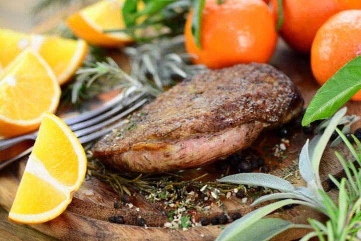 Barbarie-Entenbrust mit Rotweinsoße und Kartoffelpüree - Rezept Bild